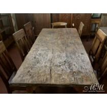 antiker Tisch, Tischplatte aus einem Stück