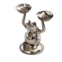 Frosch sitzend mit zwei Kerzenhaltern/ Schalen